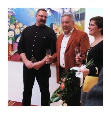 Dr Cservenyák László múzeumigazgató ės Medgyesi Gergely vezėrigazgató társaságában a megnyitón.