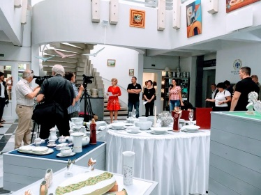1. Hatvany Művésztelep Megnyitóján, a Hollóházi Porcelán Múzeumban - Nagy médiafigyelem kísérte ezt a különleges eseményt