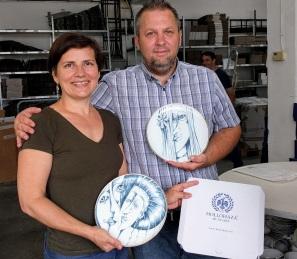 2018. Hollóházi Porcelángyár Ügyvezető Igazgatójával, a Hatvany Kollekció első próbadarabjaival